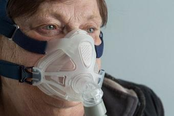 Patient with oxygen mask